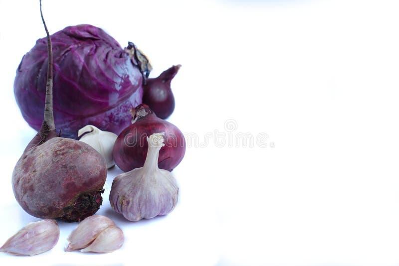 在白色背景的紫色菜 免版税图库摄影