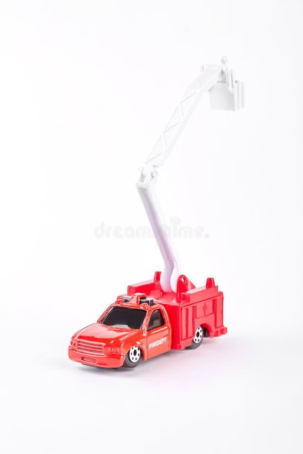 在白色背景的红色玩具火汽车 免版税图库摄影