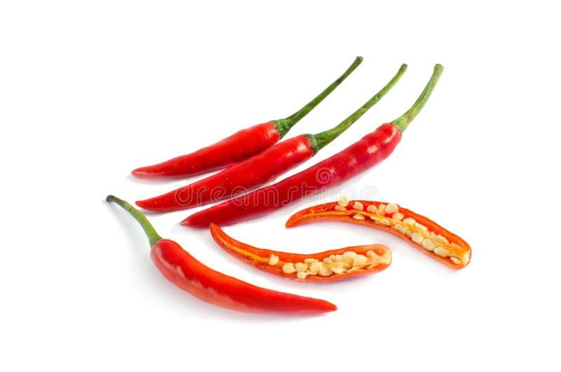 在白色背景的红色辣椒切片 免版税库存照片