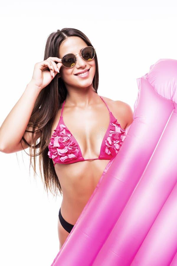 在白色背景的美丽的微笑的妇女withinflatable床垫 库存照片