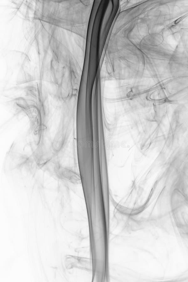 在白色背景的美丽的流动的烟 免版税图库摄影
