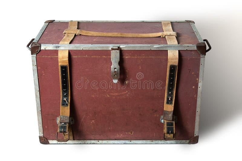 在白色背景的老旅行的箱子 免版税库存照片