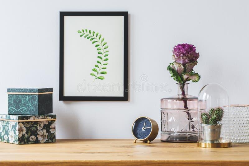 在白色背景的花卉装饰 库存图片