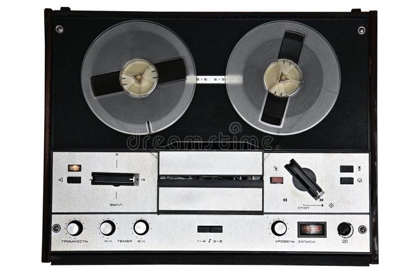 在白色背景的葡萄酒开盘式的录音机 从苏联的减速火箭的录音机 免版税库存照片