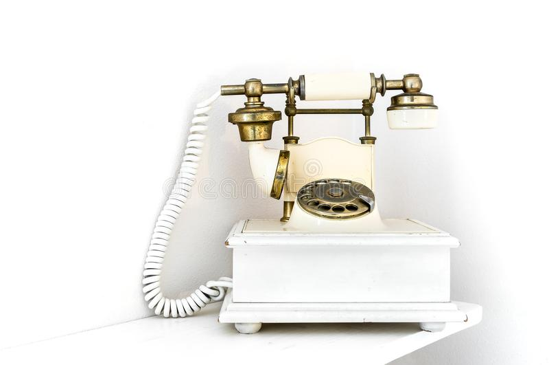 在白色背景的葡萄酒样式转台式减速火箭的电话输送路线电话 免版税库存照片