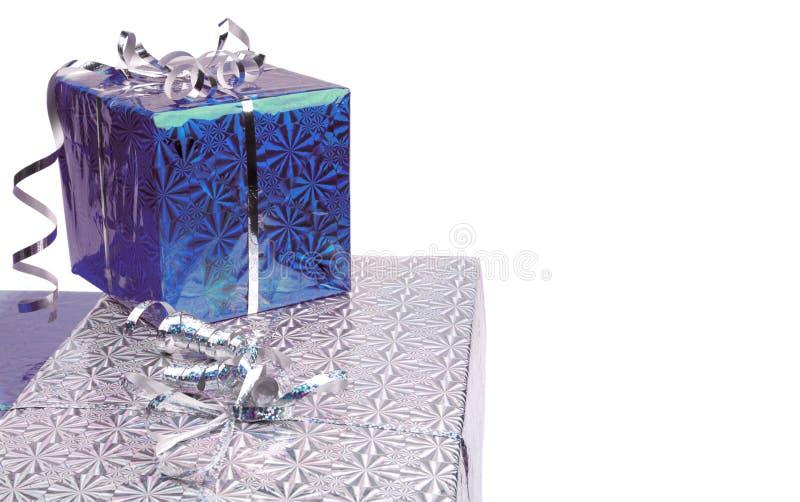 在白色背景的蓝色圣诞节礼物盒 库存图片