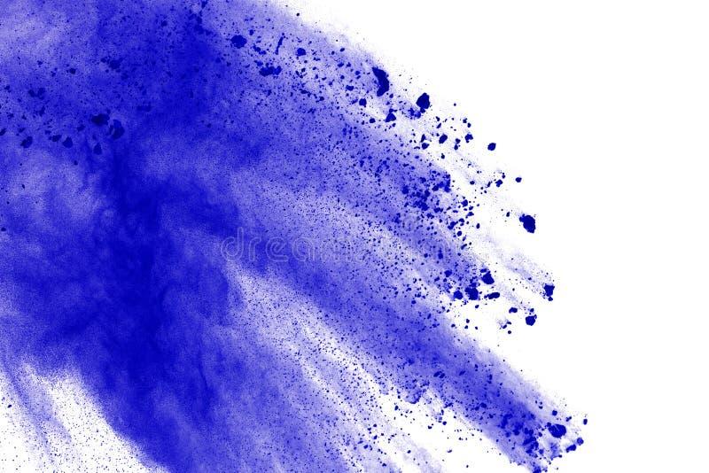在白色背景的蓝色粉末爆炸 色的云彩 颜色尘土爆炸 绘Holi 免版税库存照片