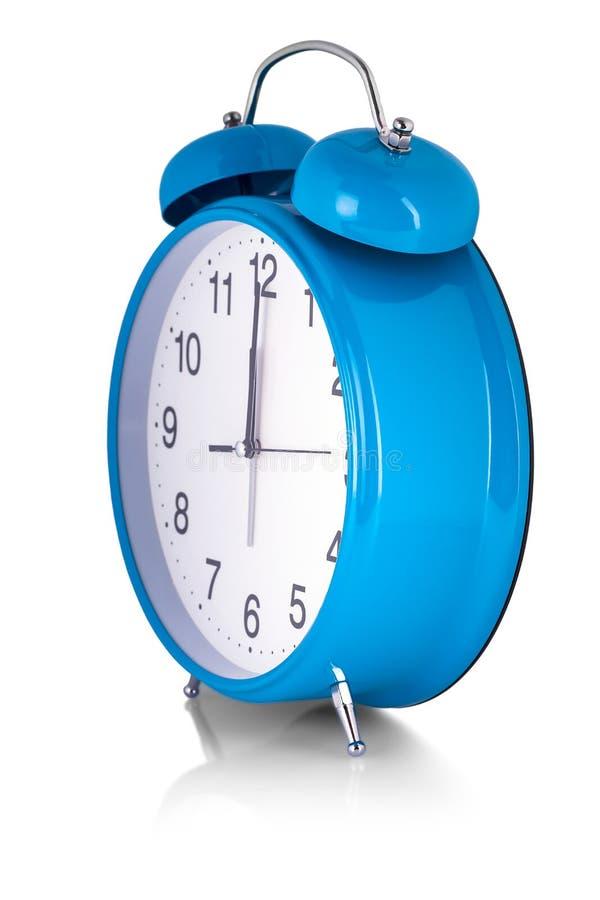 在白色背景的蓝色闹钟 苏醒白色拨号盘 库存照片