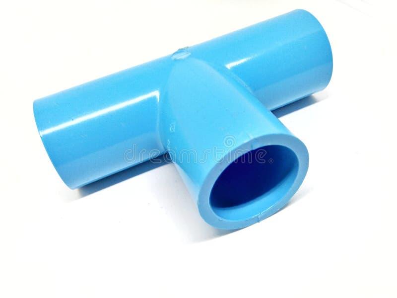 在白色背景的蓝色pvc管子 免版税库存图片