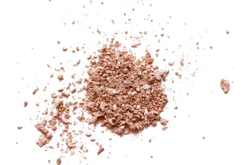在白色背景的被击碎的裸体淡光眼影纹理 面粉,bronzer样片 残破的眼影污迹 cosmet 免版税库存图片