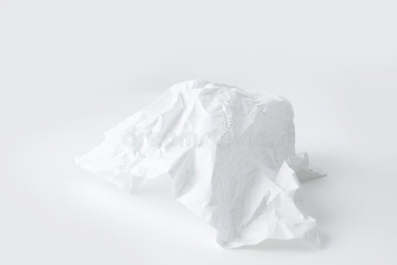 在白色背景的被弄皱的学校笔记本板料 与拷贝空间的照片 库存图片