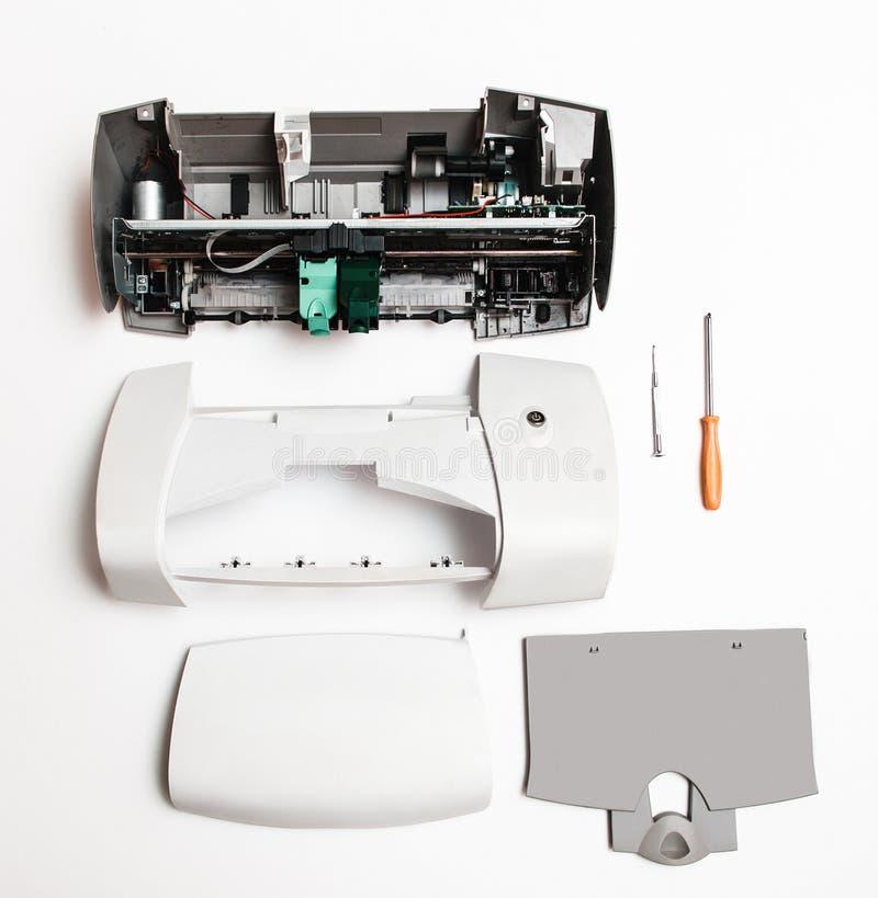 在白色背景的被拆卸的打印机 免版税图库摄影
