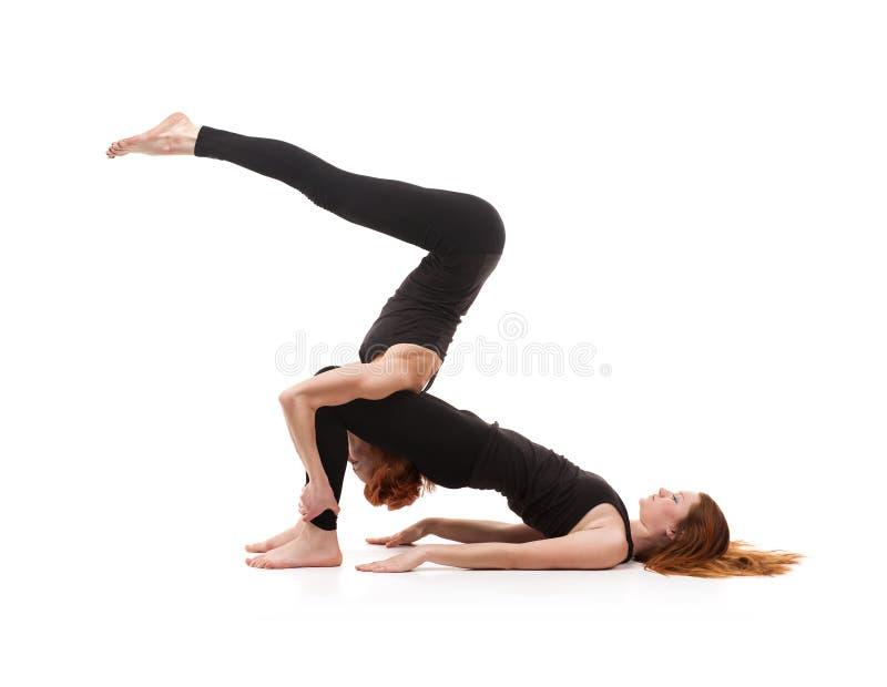 在白色背景的被配对的瑜伽 免版税库存照片