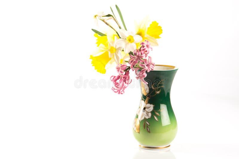 在白色背景的装饰的花瓶 免版税库存照片