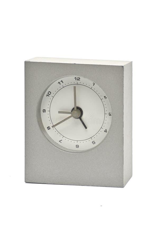 在白色背景的银色金属时钟 ?? 库存图片