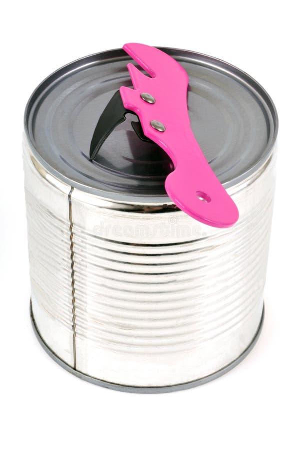 在白色背景的锡罐安置的开罐头用具 库存图片