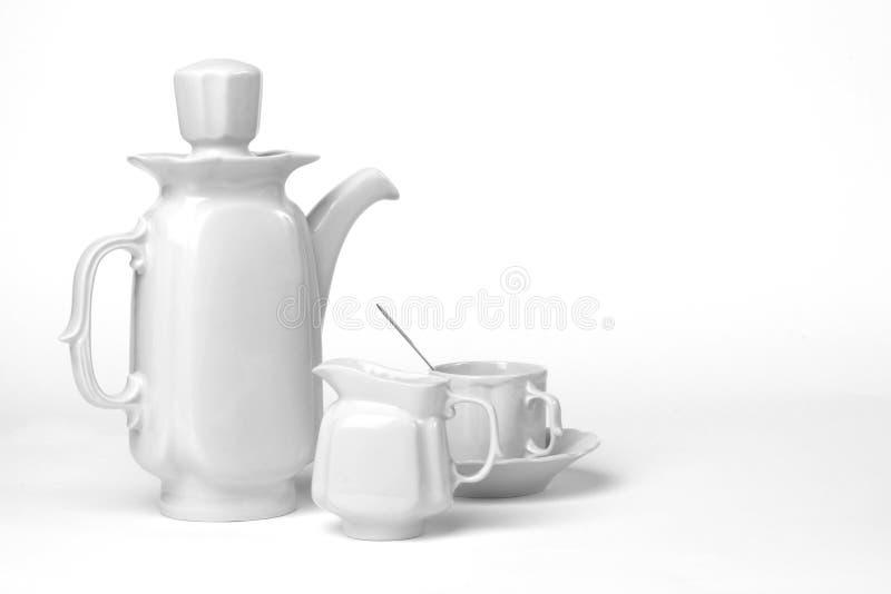 在白色背景的陶瓷咖啡具 库存图片
