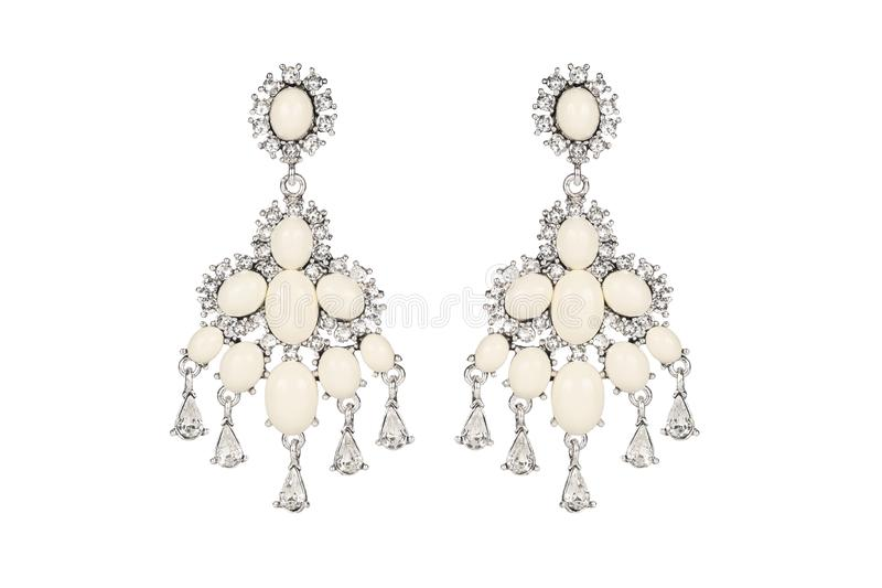 在白色背景的首饰 妇女` s耳环优质与宝石 孤立首饰 精采 向量例证