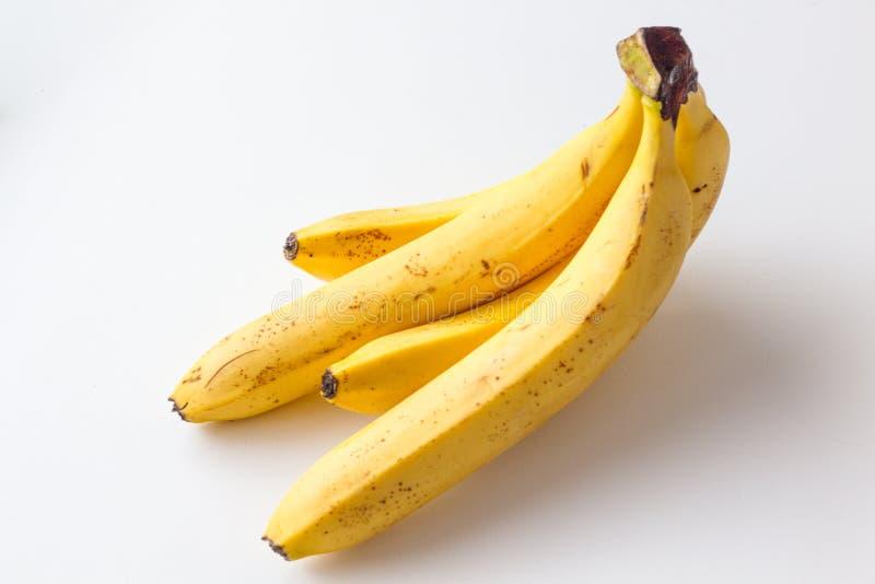 在白色背景的黄色成熟香蕉 免版税图库摄影