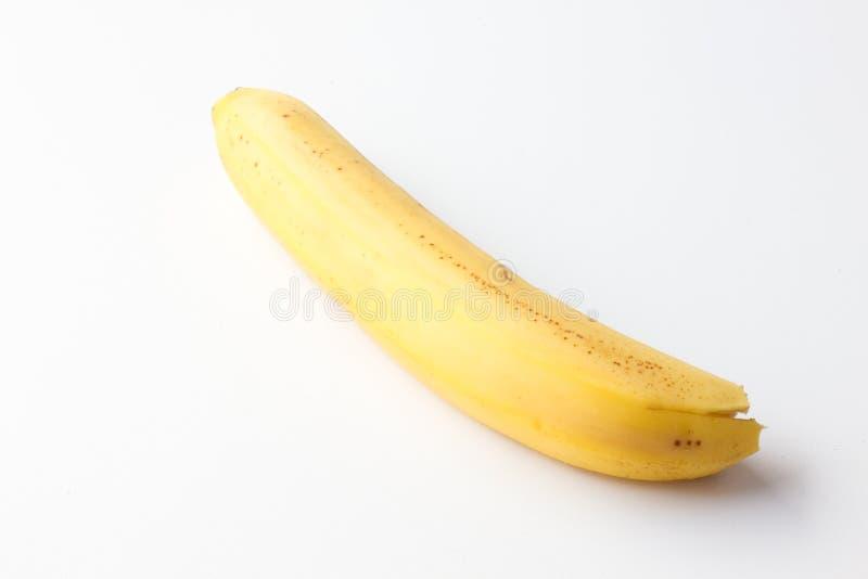 在白色背景的黄色成熟香蕉 图库摄影