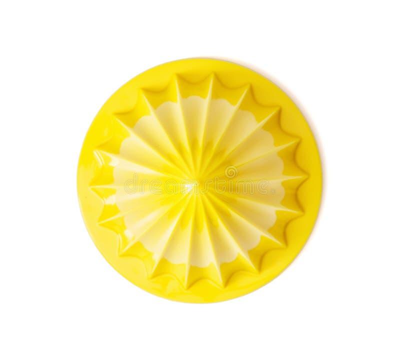 在白色背景的黄色柑橘榨汁器 库存图片