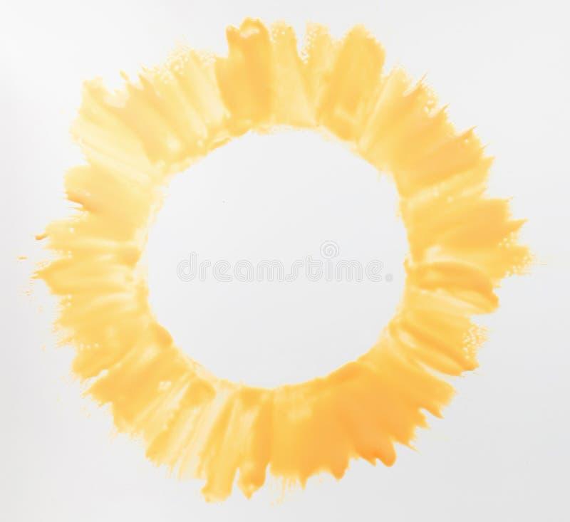 在白色背景自由空间的黄色太阳 库存图片