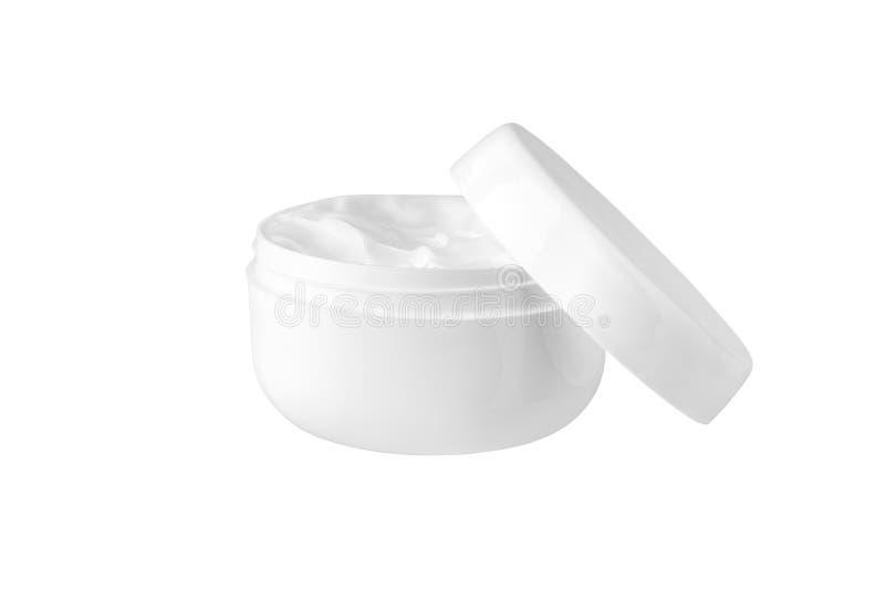 在白色背景被隔绝的关闭的开放白色奶油色瓶子,润湿手、面孔或者润肤膏塑料圆的瓶 库存图片