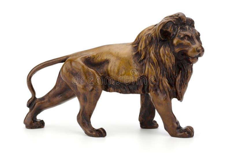 在白色背景裁减路线隔绝的狮子雕塑 免版税图库摄影