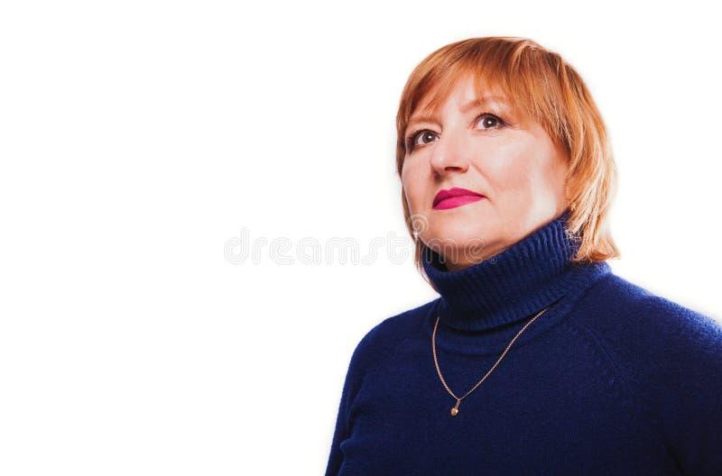 在白色背景隔绝的一名中年妇女的画象 免版税图库摄影