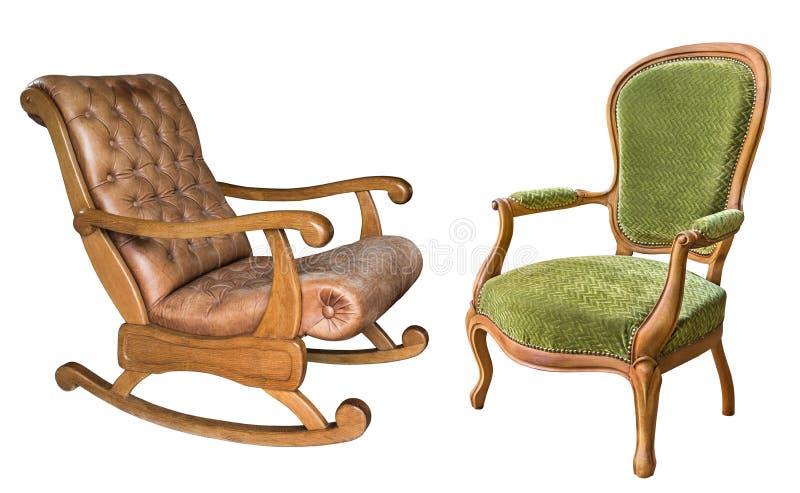 在白色背景隔绝的两把华美的葡萄酒扶手椅子 与棕色皮革室内装饰品和绿色织品的木摇椅 图库摄影