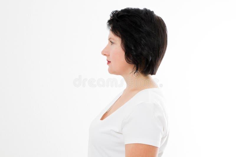 在白色背景隔绝的中年深色的头发亚裔妇女外形画象  美女模型和皮肤护理 免版税库存图片