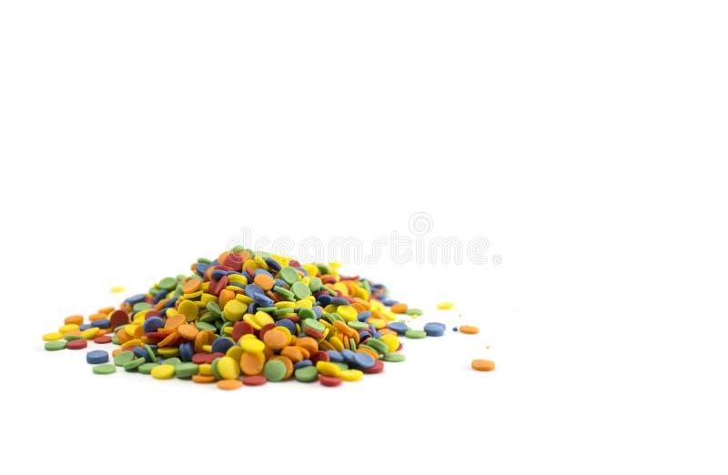 在白色背景隔绝的五颜六色的糖果五彩纸屑 库存照片