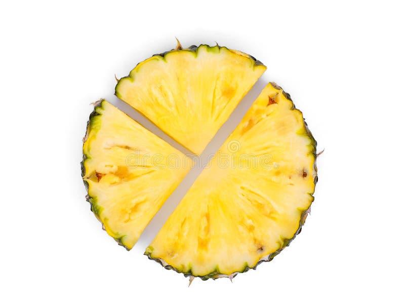 在白色背景隔绝的切的菠萝,顶视图 免版税库存照片