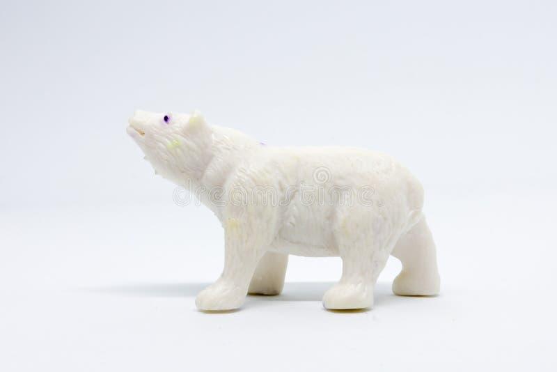 在白色背景隔绝的北极熊模型,动物玩具塑料 免版税库存照片