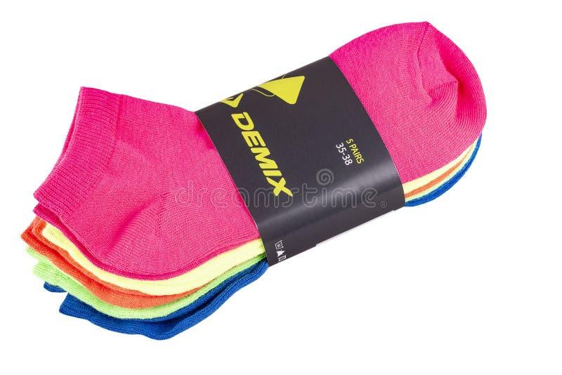 在白色背景隔绝的品牌Demix五颜六色的袜子 免版税库存图片
