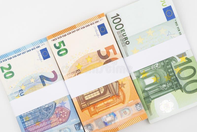 在白色背景隔绝的堆各种各样的欧洲钞票 库存图片