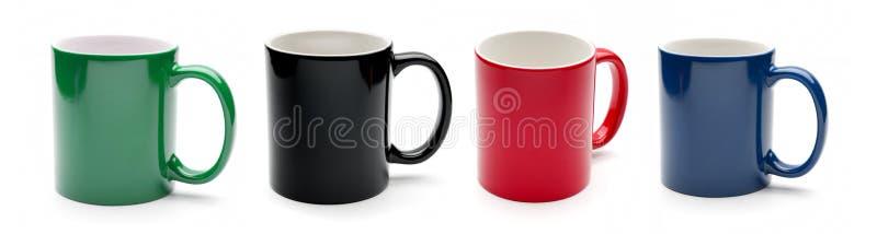 在白色背景隔绝的套色的杯子 免版税图库摄影