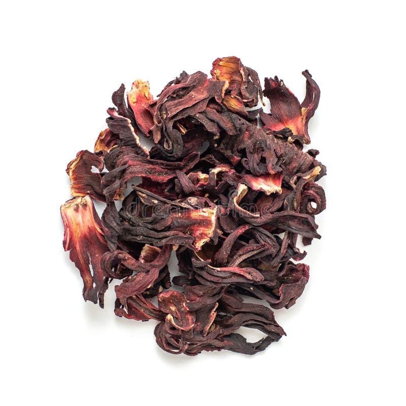 在白色背景隔绝的干木槿瓣堆  红色茶,karkade r 库存图片