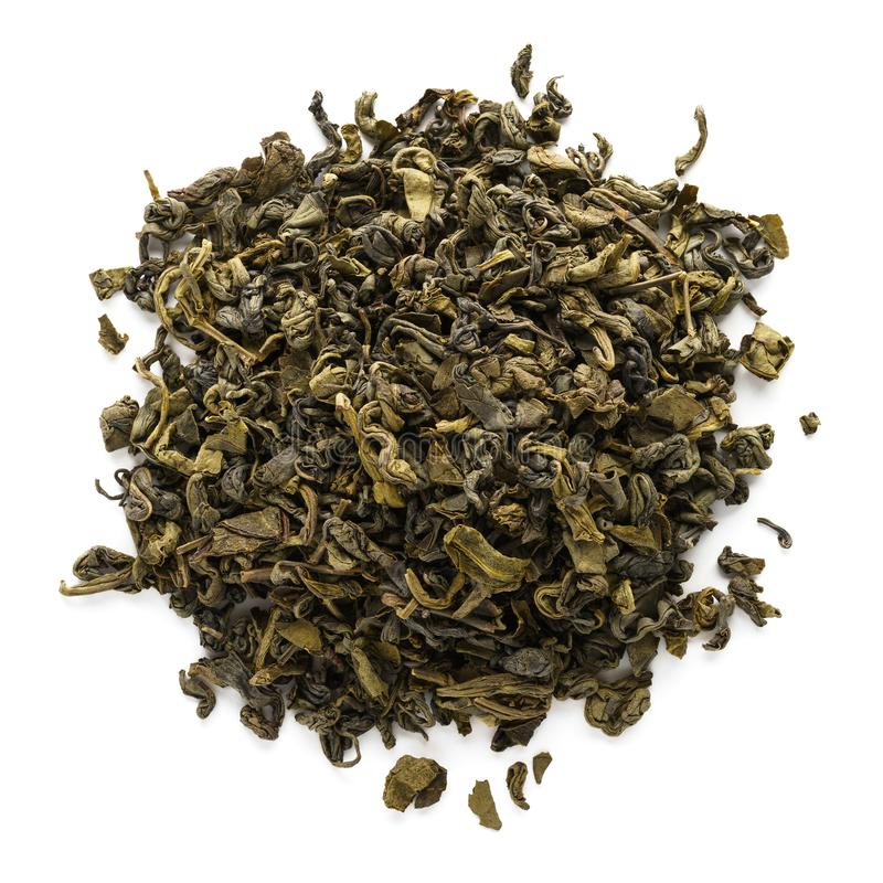 在白色背景隔绝的干oolong茶叶 免版税库存照片