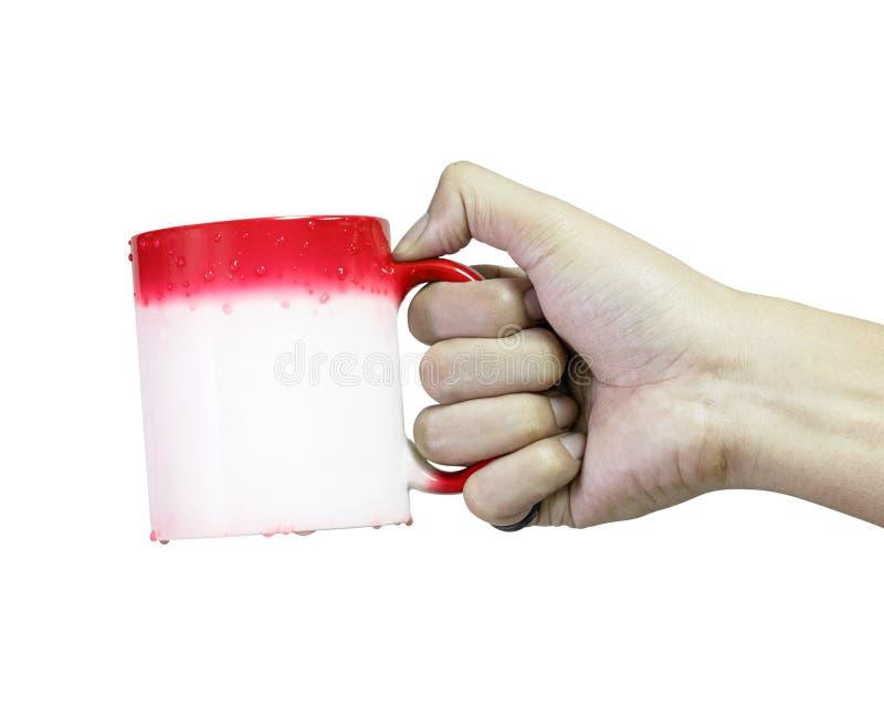 在白色背景隔绝的手藏品红色咖啡杯 改变的颜色,当热的温度 r 免版税库存图片