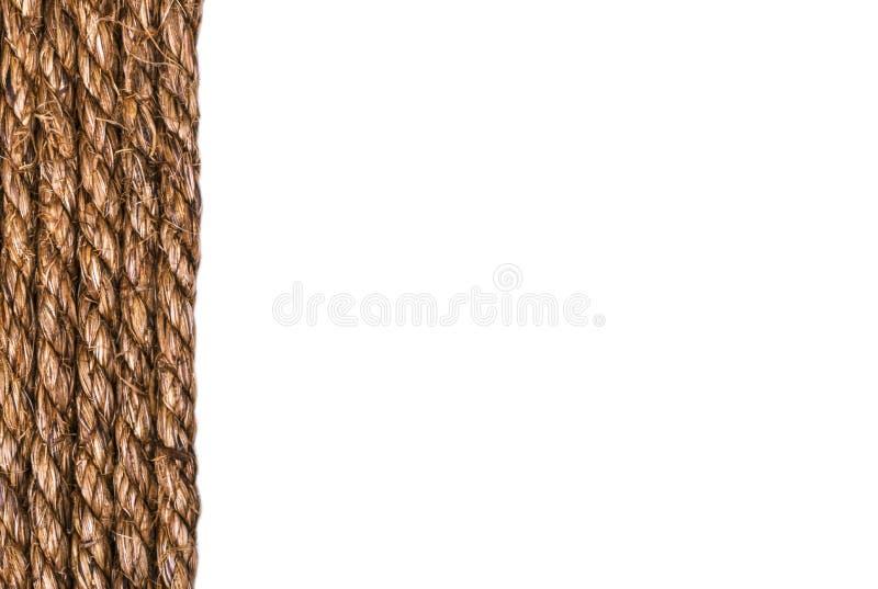 在白色背景隔绝的扭转的decorational亚麻制绳索串的线 空的空间 复制空间 免版税图库摄影