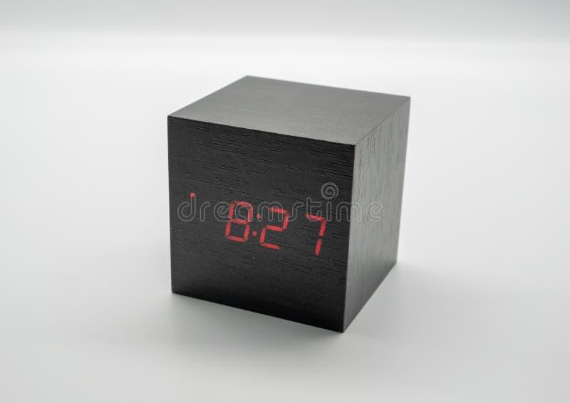 在白色背景隔绝的数字木时钟 免版税库存图片
