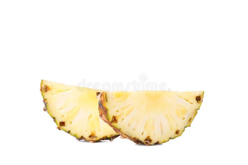 在白色背景隔绝的新成熟菠萝切片 库存图片