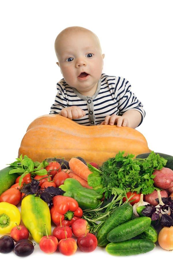 在白色背景隔绝的新鲜和自然菜中的婴孩 免版税图库摄影