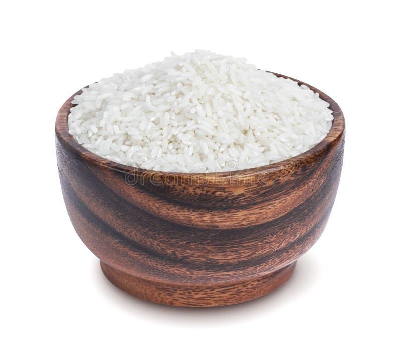 在白色背景隔绝的木碗的印度大米 库存图片