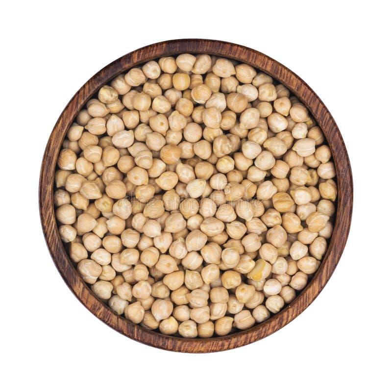 在白色背景隔绝的木碗的鸡豆 顶视图 免版税库存照片
