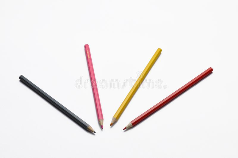 在白色背景隔绝的木铅笔 学校的五颜六色的笔 库存照片