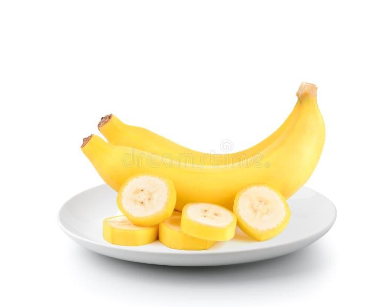 在白色背景隔绝的板材的新鲜的香蕉 图库摄影