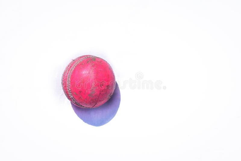 在白色背景隔绝的桃红色板球 免版税库存图片