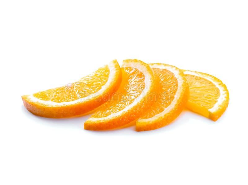 在白色背景隔绝的橙色切片特写镜头 免版税库存图片